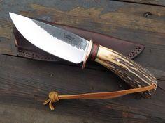 Cool Knives, Knives And Swords, Bushcraft, Antler Knife, Knife Template, Antler Crafts, Hand Forged Knife, Knife Patterns, Diy Knife