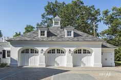 Wadia Associates presents a stunning American colonial style house in the quaint Greenwich, CT. Contact us today to make your dream home a reality. Colonial House Exteriors, Modern Colonial, Colonial Style Homes, Colonial Exterior, Modern Traditional, Garage Door Styles, Garage Door Design, Contemporary Garage Doors, Carriage House Garage