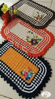 Crochet doilies placemat rugs new Ideas Crochet Mat, Tunisian Crochet, Crochet Home, Thread Crochet, Crochet Gifts, Crochet Doilies, Crochet Flowers, Crochet Stitches, Knitting Patterns
