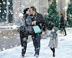 Идеальная семья — папа работает, мама красивая. :)