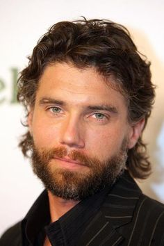 Anson Adams Mount IV born February 25 1973 is an American actor He portrayed the fictional character Cullen Bohannon in the AMC western drama series Hell Older Mens Hairstyles, Haircuts For Men, Blue Hair, Brown Hair, Dark Hair, Pretty People, Beautiful People, Anson Mount, Hell On Wheels