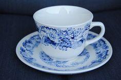 Egersund hvit med blå blomst: 10 Kaffekopp m/ skål (ikke asjett) 100,- pr sett