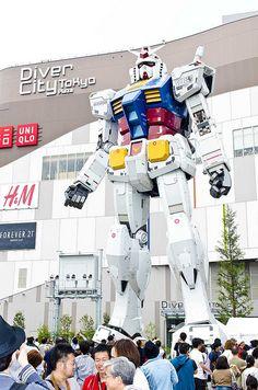 OMG ! Real life giant robots :) Gundam!