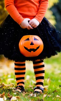 10 safety tips when buying your child's Halloween costume.