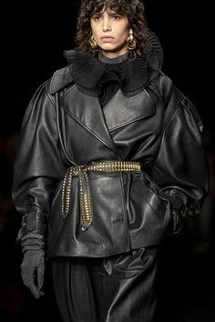 Alberta Ferretti at Milan Fashion Week Fall 2020 - Details Runway Photos New Fashion, Milan Fashion, Black Luxury, All Black Everything, Alberta Ferretti, Runway, Pictures, Photos, Detail