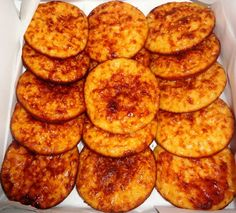 Les tigeladas sont une douce couventuel portugais, dont l'origine se trouve dans la ville de Rio de Moinhos, dans la municipalité d´Abrantes. Finger Food Desserts, No Cook Desserts, Delicious Desserts, Yummy Food, Portuguese Desserts, Portuguese Recipes, Sweet Recipes, Cake Recipes, Dessert Recipes
