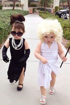 21 Halloween Costumes for Sisters Toddler Halloween Costumes so cute. Love themed or coordinating sibling Halloween costumes? Here's some ideas for coordinating Halloween costumes for sisters! Halloween Costume Teenage Girl, Halloween Costumes For Sisters, Kids Costumes Boys, Halloween Costumes For Girls, Disney Halloween, Halloween Halloween, Halloween Recipe, Women Halloween, Halloween Projects