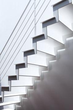 Twin Megaphones / Atelier Tekuto + Yasuhiro Yamashita + Toshiyuki Fujimori These stairs are so clean . Stairs And Staircase, Metal Stairs, Stair Handrail, Modern Stairs, House Stairs, Staircase Design, White Stairs, Interior Stairs, Interior And Exterior