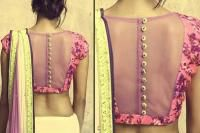 Back Designs For Your Saree Blouses - Belt Wala Blouse Ki Cutting Dikhao Choli Back Design, Back Design Of Blouse, Blouse Designs High Neck, Simple Blouse Designs, Golden Blouse Designs, South Indian Blouse Designs, Bridal Blouse Designs, Saree Blouse Designs, Lehnga Blouse