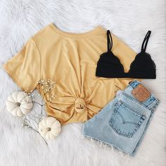 Yellow knotted t-shirt and cropped denim shorts with a black bralette. Visit Daily D . - Summer Outfits- Yellow knotted t-shirt and cropped denim shorts with a black bralette. Visit Daily D … Cute Summer Outfits, Fall Outfits, Casual Outfits, Tumblr Summer Outfits, Summer School Outfits, Casual Jeans Outfit Summer, Simple Summer Outfits, Summer Fashion Trends, Fashion 2018