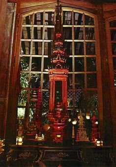 VIGNETTE/ Pagoda and decorative objects/ Tony Duquette