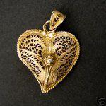 Vintage Portuguese gold filigree heart pendant