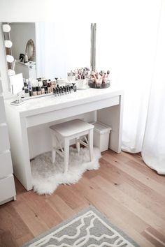 My dressing table - in a trendy marble look! - # announced .- Mein Schminktisch – Im angesagten Marmor-Look! – My dressing table – in a trendy marble look! Rangement Makeup, Vanity Room, Ikea Vanity, Ikea Mirror, Vanity Mirrors, Vanity Decor, Makeup Rooms, Ikea Makeup, Diy Makeup
