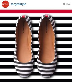 Black white stripes make flats more sophisticated—and so cute with jeans. awww i love these ballets soooo georgous and cute i just adore and love black and white stripes oh they also look sooo comfy too Look Fashion, Fashion Shoes, Womens Fashion, Cute Shoes, Me Too Shoes, Striped Flats, White Flats, Crazy Shoes, Shoe Boots