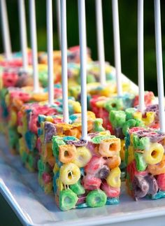 45 sweet ideas for the rainbow party - Ostern Backen - Doces Rainbow Parties, Rainbow Birthday Party, Birthday Snacks, Unicorn Birthday, Birthday Party Food For Kids, 5th Birthday, Rainbow Unicorn Party, Healthy Kids Birthday Treats, Birthday Food Ideas For Kids