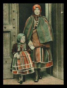 Folk costume from Łowicz, Poland. Archival photograph (date unknown). Polish Clothing, Folk Clothing, Art Costume, Folk Costume, Folklore Russe, Polish Embroidery, Polish Folk Art, Costumes Around The World, Historical Images