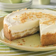 Banana Cream Cheesecake - Recipes, Dinner Ideas, Healthy Recipes & Food Guide Here is a lovely company dessert that can be made a day or two in advance. This banana cream cheesecake is the perfect finale to any meal. Just Desserts, Dessert Recipes, Recipes Dinner, Dinner Ideas, Holiday Desserts, Restaurant Recipes, Dessert Ideas, Meal Ideas, Cake Ideas
