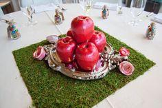 Snow White-inspired Disney wedding centerpiece