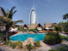 Book your Dream Vacation at the Jumeirah Beach Hotel, Dubai and the Emirates and expect a Warm Welcome with Tropical Sky. Burj Al Arab, Dubai Vacation, Dream Vacations, Fitness Facilities, Turu, Dubai Uae, Beach Hotels, Mauritius, Travel Destinations