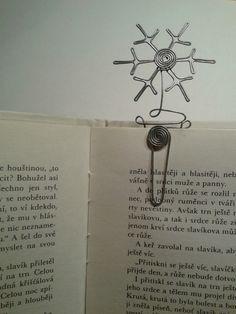Drátovaná záložka do knihy se sněhovou vločkou. / A wired bookmark with a snowflake. #wired #bookmark #snowflake #DIY #tutorial