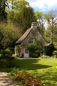 What a sweet English cottage. I would love to spend a summer there with some clothes, books and a bit of spending money, that would be lovely :)