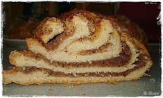 Nusszopf (für 2 Zöpfe) 300 g Haselnüsse 20 Sek./St.7 umfüllen 1/2 Würfel Hefe 250 g Milch 80 g Butter 3 Min./37°/...