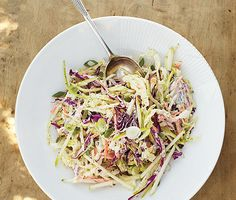 Coleslaw with Apple and Yogurt Dressing.I'm always in search of a good coleslaw! Most are so bland and texturally not great. Slaw Recipes, Cabbage Recipes, Apple Recipes, Healthy Recipes, Dairy Recipes, Fun Recipes, Recipe Ideas, Apple Coleslaw, Apple Slaw