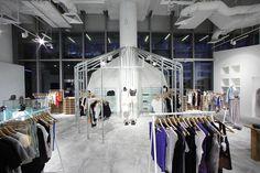 Editor's Market store, Singapore store design // rack tipo columpio