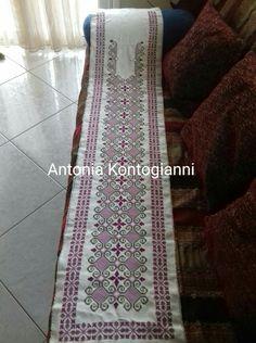 Πετραχήλι κεντητό, μετρητό σε εταμιν Bohemian Rug, Ethnic, Embroidery, Rugs, Home Decor, Art, Manualidades, Atelier, Farmhouse Rugs