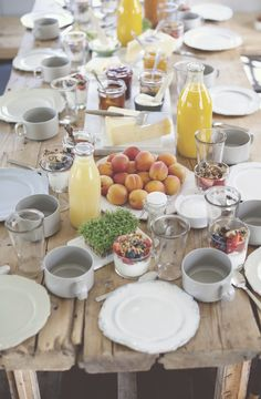 dreamy breakfast or brunch table setting. from a swedish cottage featured on sty… – brunch Breakfast Table Setting, Breakfast And Brunch, Sunday Brunch, Breakfast Ideas, Breakfast Recipes, Brunch Mesa, Brunch Buffet, Fall Table Settings, Mothers Day Brunch