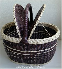 Newspaper Paper, Newspaper Basket, Creative Bag, Diy And Crafts, Paper Crafts, Paper Weaving, Elements Of Design, Basket Decoration, Wicker Furniture