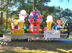 Jesus, The Sweetest Name I Know. The final Product. Christmas Float Ideas, Christmas Parade Floats, Homecoming Floats, Homecoming Parade, Homecoming Dresses, Fall Crafts, Christmas Crafts, Diy Crafts, Candy Land Theme