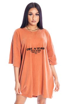 Burnt orange n blk burbs tee Cute Lazy Outfits, Stylish Outfits, Oversized Shirt Outfit, Cute Fashion, Fashion Outfits, T Shirt Vintage, Vetement Fashion, Future Clothes, Clothing Sites