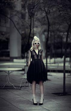 Te'sa Love for ContentMode by Lara Jade - high fashion - fashion poses - fashion portraits Hollywood Fashion, Mode Hollywood, Old Hollywood Style, New York Fashion, Fashion Shoot, Editorial Fashion, Fashion Outfits, Fashion Portraits, Fashion Poses