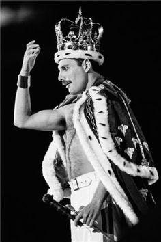 Freddie Mercury, Queen, 1986 Queen Band, British Rock, Lynn Goldsmith, Queen Freddie Mercury, Freddie Mercury Tattoo, Queens Wallpaper, Queen Aesthetic, King Of Queens, Queen Tattoo