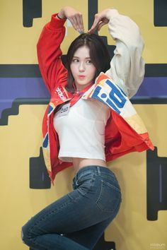 Jeon Somi is a Korean solo singer who became well known after competing on the survival shows Sixteen & ranking first in Produc. Jeon Somi, Sexy Asian Girls, Beautiful Asian Girls, Kpop Girl Groups, Kpop Girls, Korean Beauty, Asian Beauty, K Pop, Girl Crushes