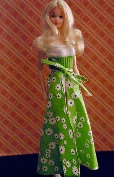 I got this doll at a doll show I went to last November. She's really pretty! Barbie Life, Barbie World, Barbie And Ken, Vintage Barbie Kleidung, Vintage Barbie Clothes, Show Me Going, Barbie Sisters, Beautiful Barbie Dolls, Barbie Friends