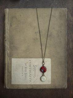 Collar botón Vintage - cerezas y nata