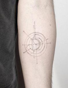 #tattoofriday - Jabuk Nowicz: tatuagens minimalistas, linhas finas e pontilhismo - tipografia;