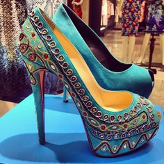 """Shoe Porn~this comment is from the previous """"pinner"""" but I left it cuz I agree, totally! Hot Pink Heels, Yellow Heels, Gorgeous Heels, Beautiful Shoes, Kinds Of Shoes, Sexy High Heels, Louboutin Shoes, Christian Louboutin, Fashion Boots"""