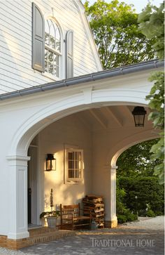 House Tour: A Charming Riverside Dutch Colonial by Gil Schafer and Libby Cameron - Sophisticated Style Porte Cochere, American Colonial Architecture, Dutch Colonial Homes, Dutch Colonial Exterior, Colonial Cottage, British Colonial, Fachada Colonial, Country House Interior, House With Porch