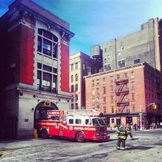 FDNY Firehouse Ladder No. 8 in action... | Shared by LION