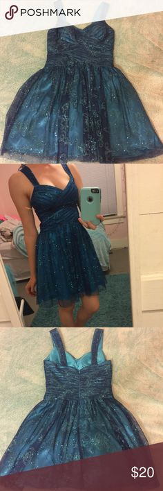 Gorgeous blue formal dress 👗💃🏼 This is a knee length aqua blue-ish formal dress (I got it for prom, but sadly never got to go.) Its sparkly and in great condition, only worn once! mxi Dresses Prom