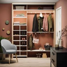 Smart oppbevaring i liten gang - Byggmakker - Lilly is Love Ikea Trones, Bohemian Living Spaces, Hallway Storage, Retro Vintage, Hanging Canvas, Common Area, Home Look, Built Ins, Interior Architecture