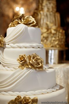 .White and Gold Wedding Reception. Gold Rose White Draping Wedding Cake