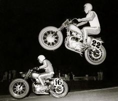 Motorcycle jump at night Motorcycle Clubs, Triumph Motorcycles, Vintage Motorcycles, Motorcycle Racers, Flat Track Racing, Road Racing, Classic Bikes, Classic Cars, Street Bikes