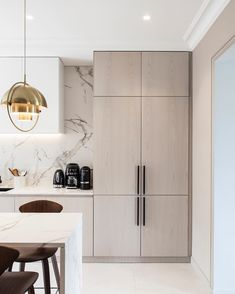 We really love how French studio atelier daaa blends contemporary design with sophisticated classic Parisian apartments. Designers always try to preserve ✌Pufikhomes - source of home inspiration Modern Apartment Design, Interior Exterior, Modern Interior Design, Kitchen Interior, Contemporary Design, Modern Condo, Contemporary Kitchens, Interior Styling, Apartment Renovation