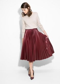 Burgundy midi skirt - holiday party outfit ideas