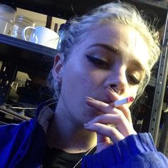 picture found by elif Uncover and save your personal photos People Smoking, Women Smoking, Girl Smoking, Smoking Teen, Girls Smoking Cigarettes, Cigarette Aesthetic, Cigarette Girl, Weed Girls, Estilo Grunge
