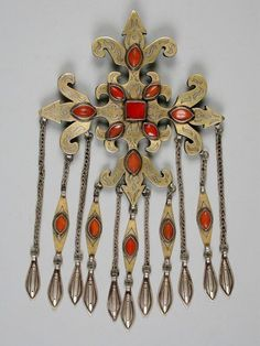 Silver gilded dress ornaments with cornelian from Central Asia. (via Turkoman Silver Dress Ornaments Tribal Jewelry, Jewelry Art, Silver Jewelry, Jewelry Design, Ancient Jewelry, Antique Jewelry, Jewelery, Central Asia, Ornaments
